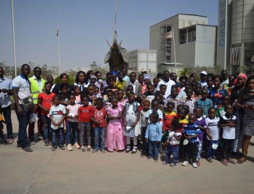 Les enfants du personnel de CIMFASO à l'usine